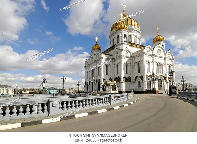 Road to the Cathedral of Christ the Saviour, Moscow, Russia