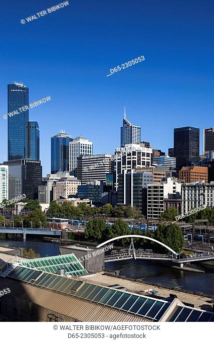 Australia, Victoria, VIC, Melbourne, skyline along the Yarra River towards Rialto Towers, elevated view, morning