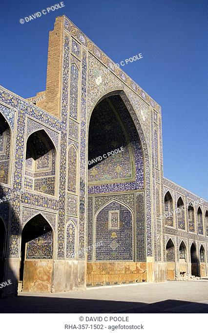 North eivan hall of the Masjid-e Imam formerly Shah Mosque, built by Shah Abbas between 1611 and 1628, UNESCO World Heritage Site, Isfahan, Iran, Middle East
