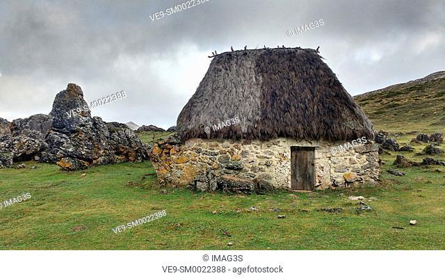 Teito (typical dwelling) in the 'braña' of La Chamera, Somiedo Natural Park. Asturias. Spain