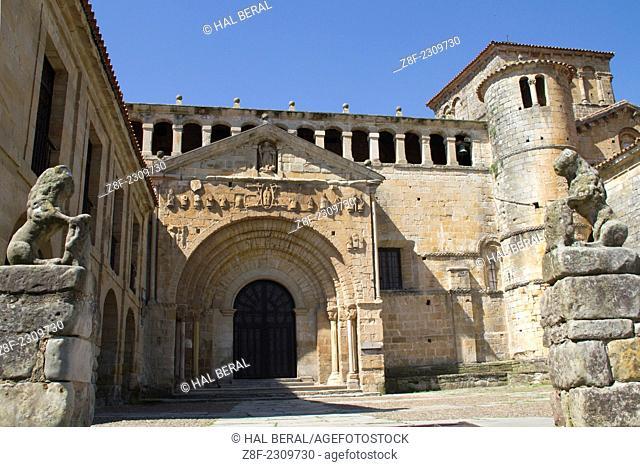 Colegiata de Santa Juliana, a Romanesque church. Santillana del Mar, Cantabria, Spain