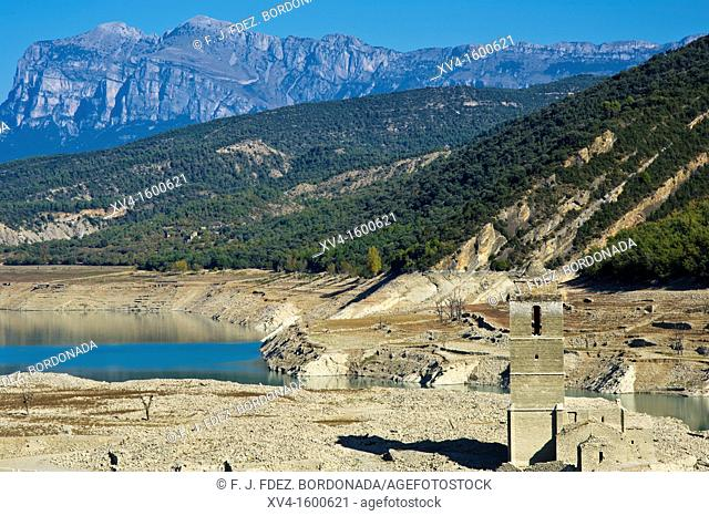 Mediano reservoir without water reserves  Huesca  Aragon, Spain
