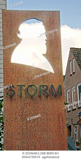 Denkmal Theodor Storm in Husum vor dem Museum Husum; Monument of Theodor Storm in Front of the museum