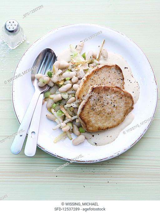 Escalope with white beans, spring onions and pears