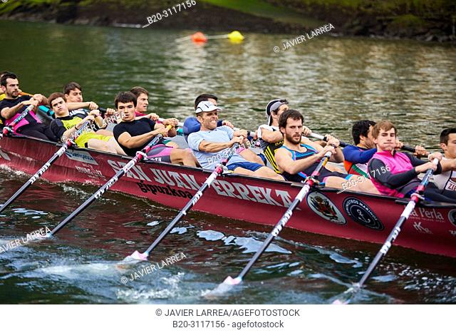 Trainera and crew, Rowing Company Koxtape, Pasajes de San Juan (Pasaia), Gipuzkoa, Basque Country, Spain, Europe