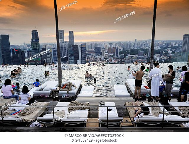 The swimming pool on the top of Marina Bay Sands Hotel, with a wonderful view on Singapore skyline