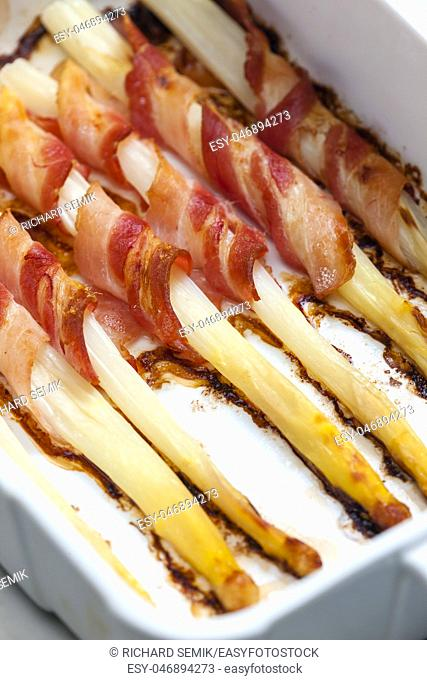 white asparagus baked with bacon