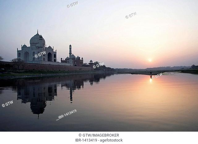 Taj Mahal reflecting in the Yamuna river at sunset, UNESCO World Heritage Site, Agra, Uttar Pradesh, India, Asia
