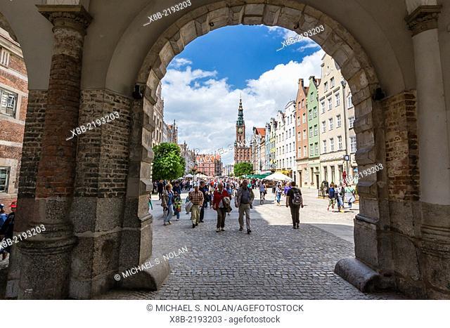 Tourists entering The Long Market, Dlugi Targ, Gdansk, Poland