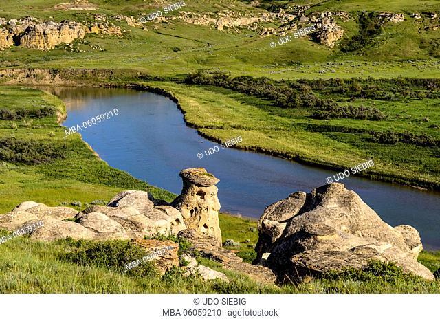 Canada, Alberta, Milk River Valley, Milk River, Writing-On-Stone Provincial Park, Hoodoo Interpretive Trail, sandstone formations