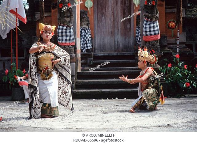 Sadewa invoking the witch, dancer, Barong and Kriss Dance, Batubulan, Bali, Indonesia