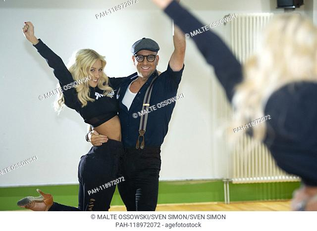 """Designer Thomas RATH, Profitaenzerin Kathrin MENZINGER, AUT, Training for the RTL television show """"""""Let's Dance"""""""", Friday at 20:15 on RTL television, 03"""