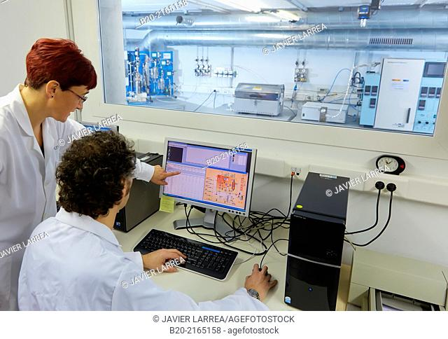 Microactivity. Reactor testing of catalysts for biorefinery. Subcritical extraction plant. Obtaining oils from biomass. Bioenergy Laboratory