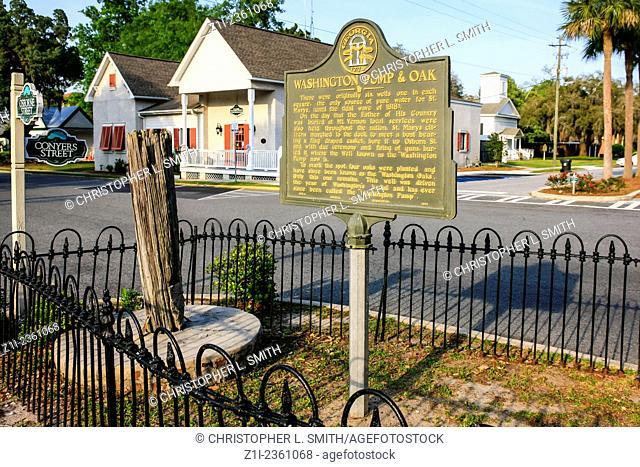 Washington Pump and Oak in St. Marys town Georgia