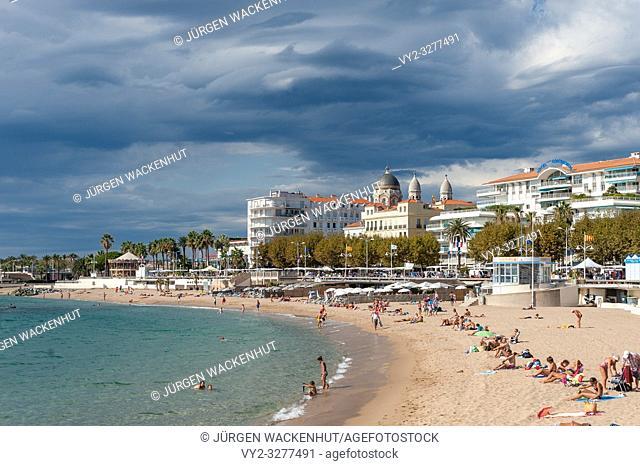 Beach and cityscape, Saint-Raphael, Var, Provence-Alpes-Cote d`Azur, France, Europe