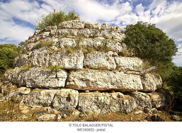 Talaiot circular de Sa Clova des Xot. Yacimiento arqueologico de Sa Canova de Morell. Artà. Mallorca. Islas Baleares. España