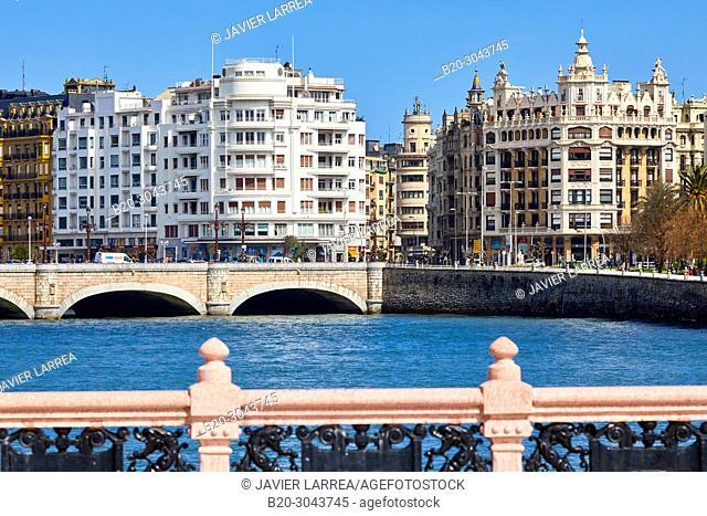 Urumea River, Santa Catalina and Maria Cristina bridges, Donostia, San Sebastian, Gipuzkoa, Basque Country, Spain, Europe