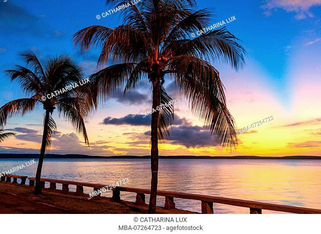 Cuba, Cienfuegos, La Punta, Calle 35, evening light
