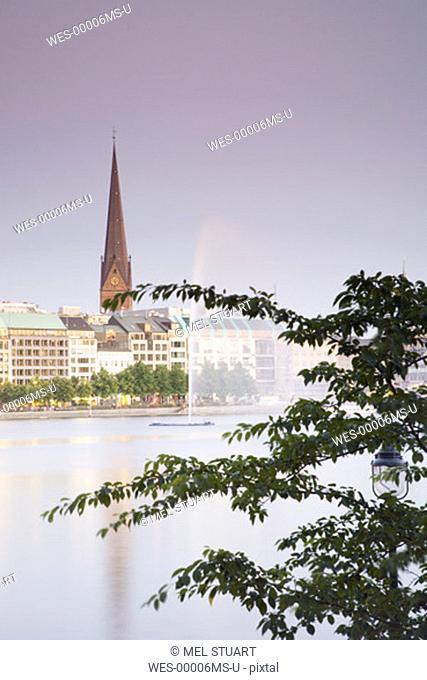 Germany, Hamburg, Binnenalster lake with fountain