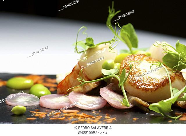 Piglet sauteed with scallops and prawns