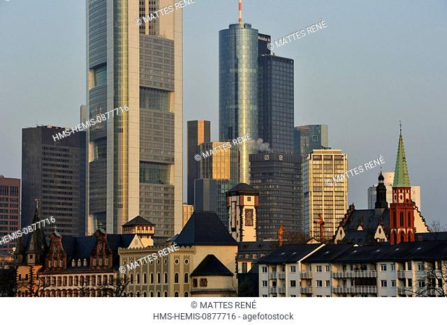 Germany, Hesse, Frankfurt am Main,riverbanks of Main river and skyline