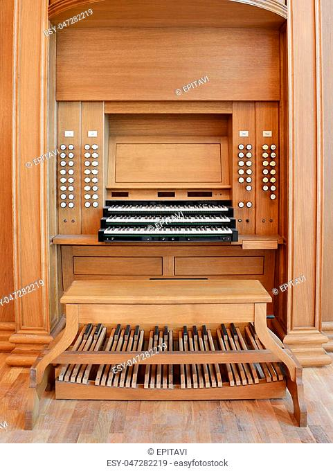 organ rostrum with a manual and foot keyboard