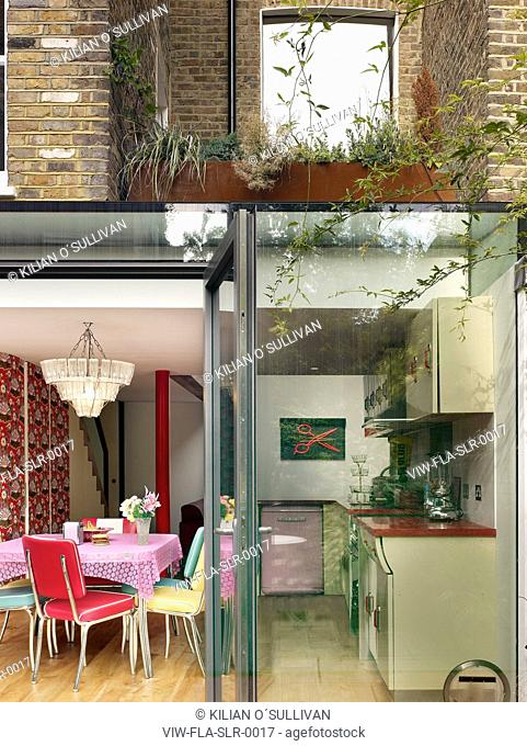 PRIVATE HOUSE IN WEST LONDON. RENOVATION, EXTENSION AND UNUSUAL INTERIOR BY FOSTER LOMAS ARCHITECTS