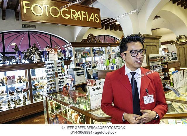 Mexico, Mexico City, Federal District CDMX, Hispanic, Mexican, Alvaro Obregon San Angel, Sanborns, display sale, restaurant, store, shopping, inside, man