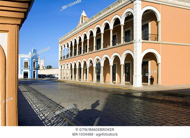 Colonnades of a house, historic town of Campeche, UNESCO World Heritage Site, Province of Campeche, Yucatan peninsula, Mexico