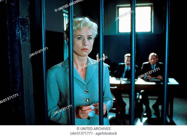 Corinna Harfouch Vera Bruehne (Corinna Harfouch) wird verhoert. *** Local Caption *** 2001, Vera Brühne, Vera Bruehne