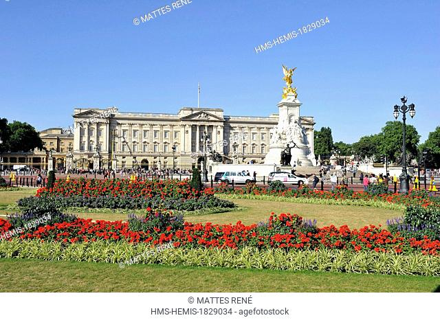 United Kingdom, London,Westminster, Queen Victoria Memorial in front of Buckingham Palace