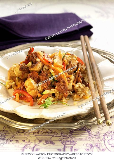 arroz integral con dados de pollo con aderezo hindu