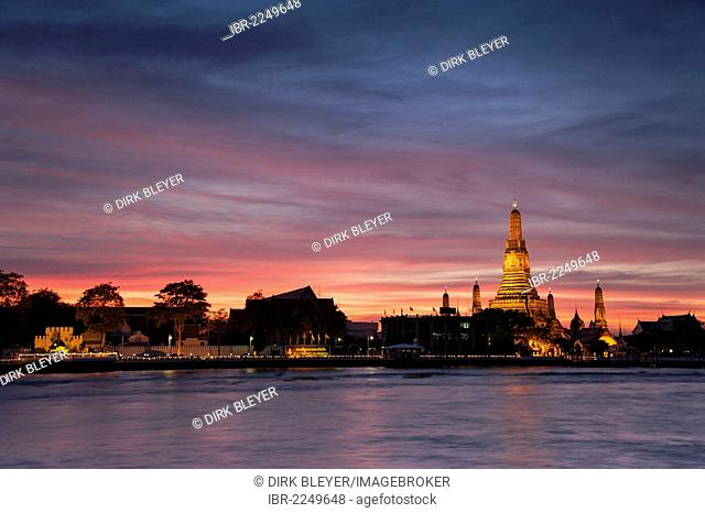 Wat Arun, Temple of Dawn, Chao Phraya River, sunset, dusk, Bangkok, Thailand, Asia