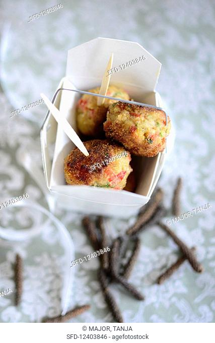 Veal and potato bites with long pepper