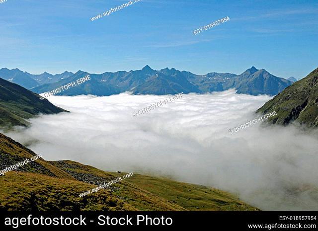 Nebelmeer in den Schweizer Alpen