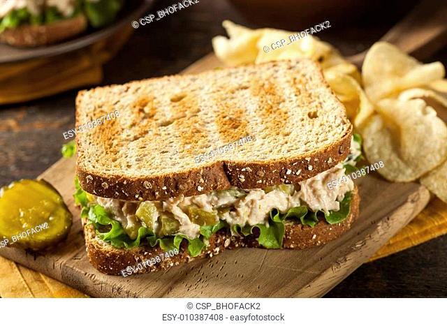 Healthy Tuna Sandwich with Lettuce
