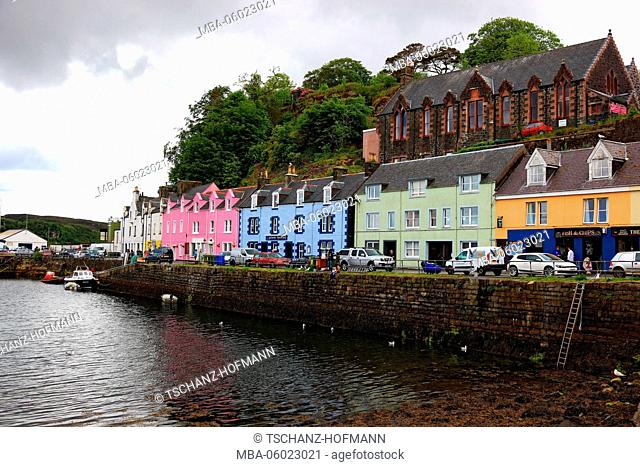 Scotland, the Inner Hebrides, Isle of Skye, Portree city, colorful houses in the harbor, row of houses