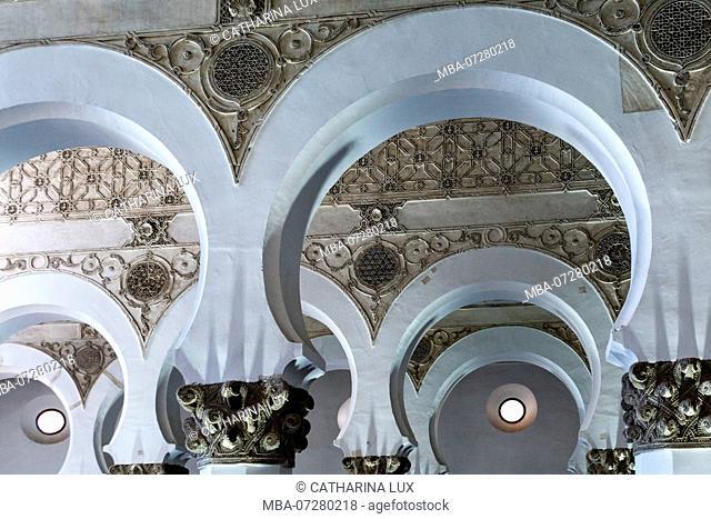 Spain, Toledo, Santa Maria la Blanca, capitals in pine cone form, Artesonado ceiling