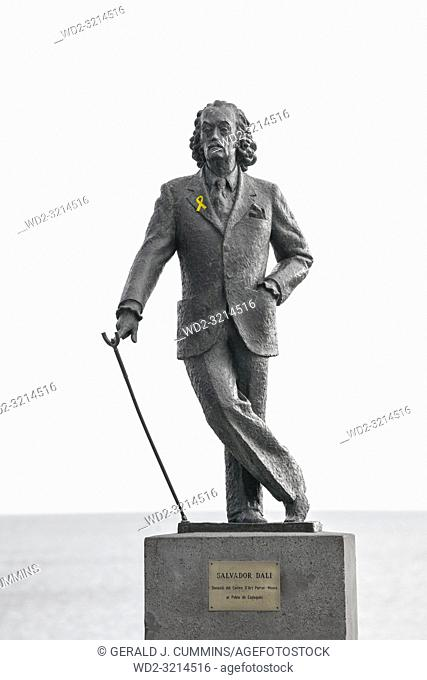 Statue of the surealist artist Salvadore Dali. Cadaqués, with a yellow ribbon, supporting the jailed pro-independences leaders