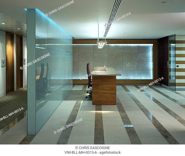 MCGRAW HILL OFFICES, 20 CANADA SQUARE, LONDON, E14 POPLAR, UK, BOVIS LENDLEASE LTD, INTERIOR, RECEPTION DESK