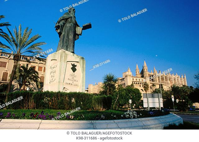 Monument to Ramon Llull and Almudaina palace in background. Palma de Mallorca. Majorca, Balearic Islands. Spain