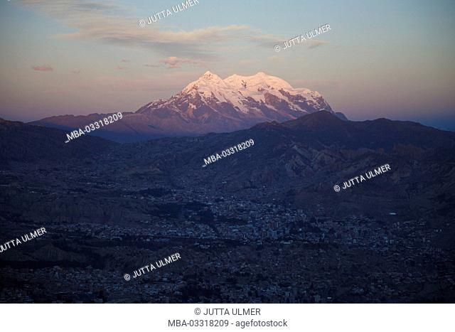 Bolivia, La Paz, townscape, volcano Illimani, sundown