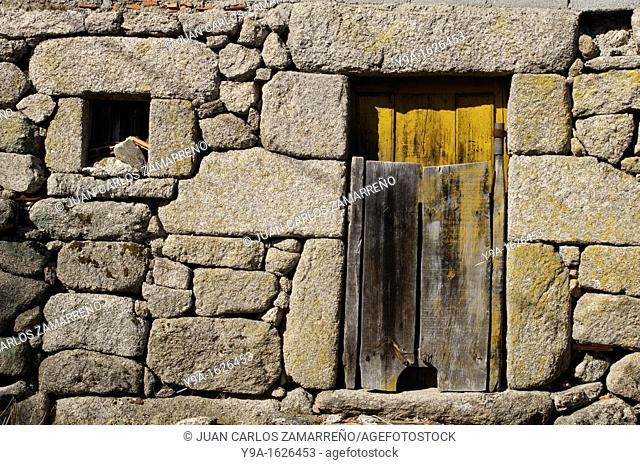 Ancient stone house, Assureira, Castro Laboreiro, Peneda Geres National Park, Melgaco, Braga, Minho, Portugal