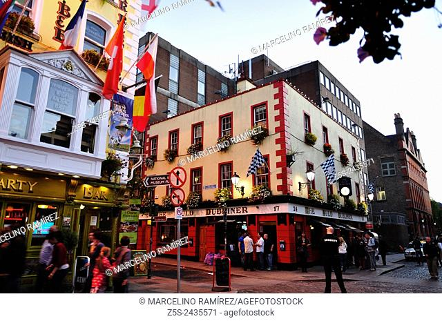 The Temple bar district is worldfamous for its pubs and other nightlife entertainment. Dublin. Ireland