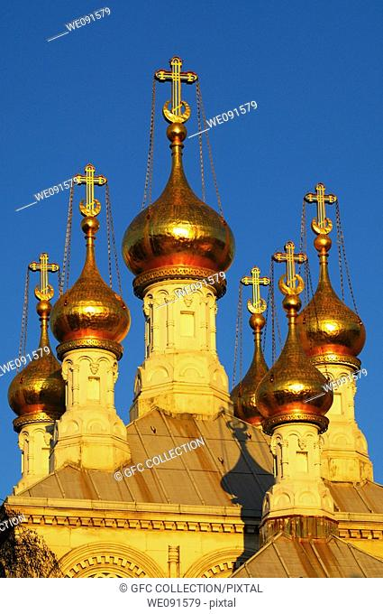 Gilded onion towers of the Russian Orthodox Church Geneva in the evening light, Geneva, Switzerland