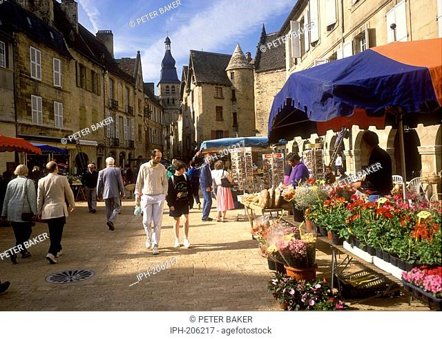 Market day in the picturesque old town of Sarlat