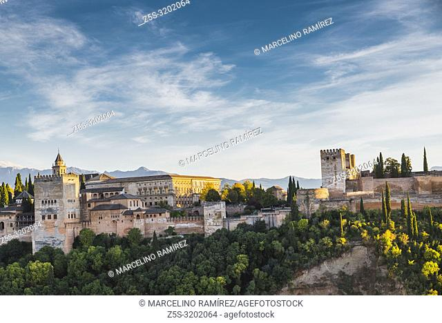 Panorama of the Alhambra from Mirador de San Nicolas. From left to right: Nazaries Palaces, Palace of Charles V and Alcazaba