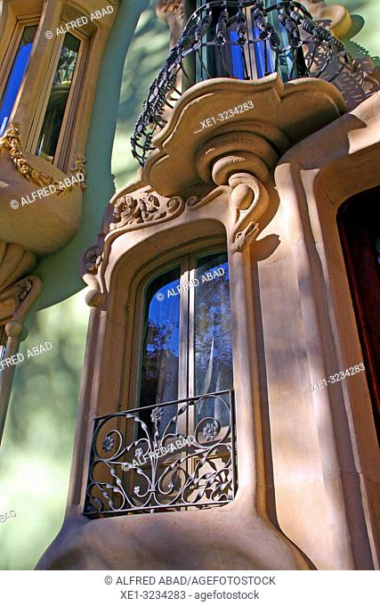 Windows of the Casa Pere Brias, 1903, Catalan modernism, architect Julià Garcia Nuñez, Barcelona, Catalonia, Spain