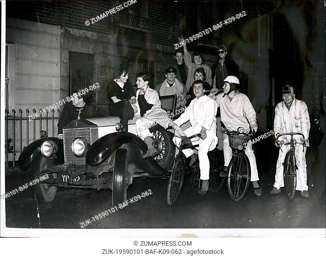 Jan. 01, 1959 - IT?¢'Ǩ'Ñ¢S FUN TO BE YOUNG. Pedalling his cycle into Sloane Square yesterday wearing pale blue pyjamas came Lord Valentine Thynne