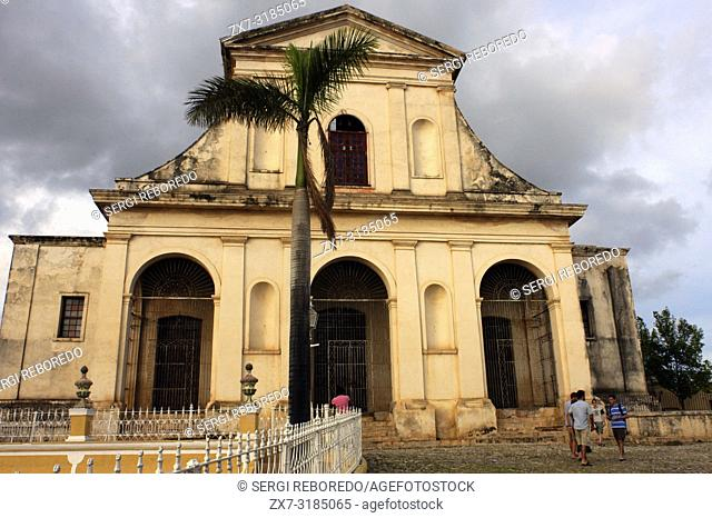 The church of the Holy Trinity bathed in evening light, Plaza Mayor, Trinidad, UNESCO World Heritage Site, Cuba, West Indies